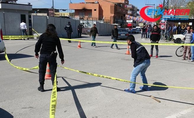 Akrabalarını polis merkezi çıkışında bacağından vurdular