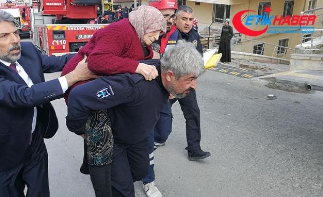 Ankara'da apartmandaki yangında mahsur kalanları itfaiye kurtardı