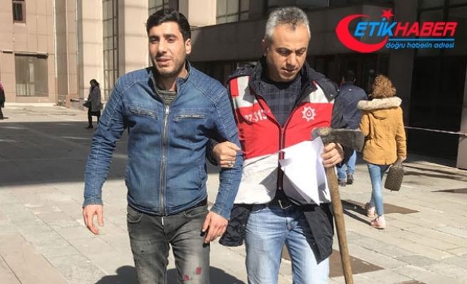 Bakırköy Adliyesi'ne baltayla gelen şüphelinin 4 yıla kadar hapsi istendi