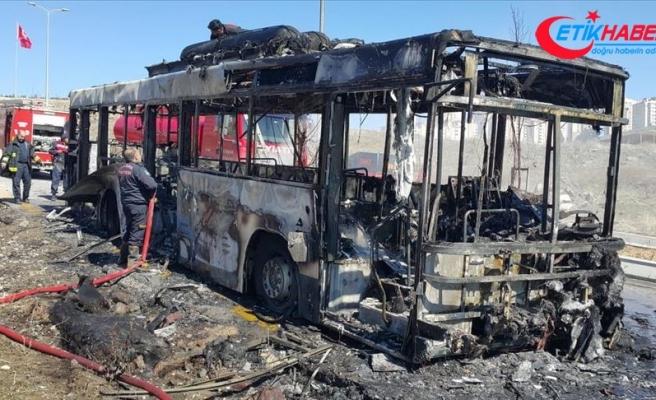 Başkentte seyir halindeki belediye otobüsünde yangın