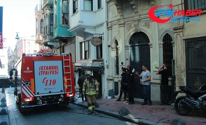Beyoğlu'nda oteldeki yangında mahsur kalan 7 kişiyi itfaiye kurtardı