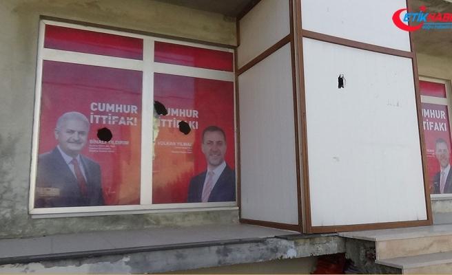 Cumhur İttifakı'nın seçim bürosuna taşlı saldırı
