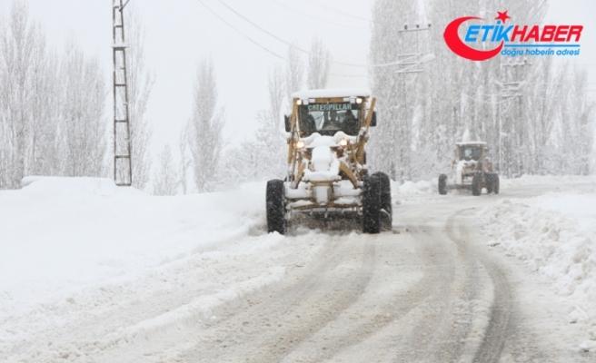 Doğu Anadolu'da 377 yerleşim yeri yolu ulaşıma kapandı