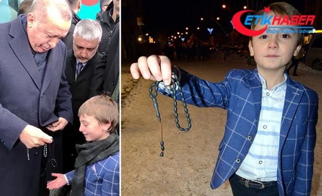 Erdoğan'ın küçük Muhammed'e hediye ettiği tespihi satın almak istiyorlar