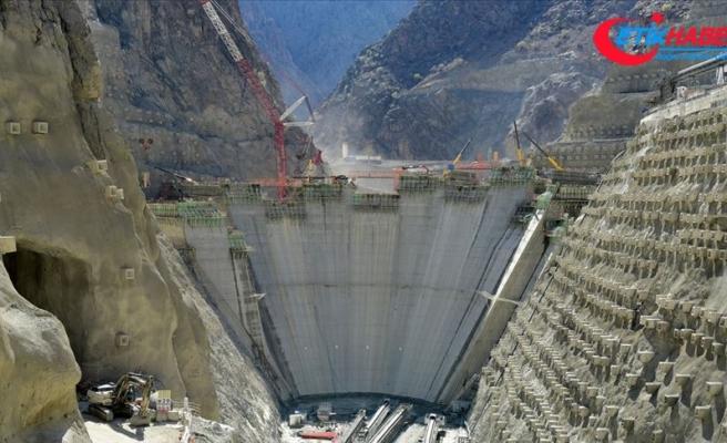 Eyfel ile yarışan Yusufeli Barajı'nda 79 metre yüksekliğe ulaşıldı
