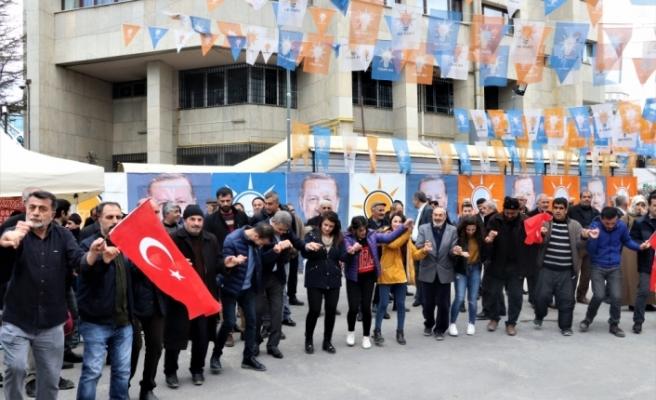 İYİ Parti'den istifa eden gençler AK Parti'ye geçti