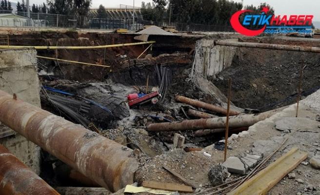 İzmir'de metro yeraltı park istasyonu inşaatında göçük
