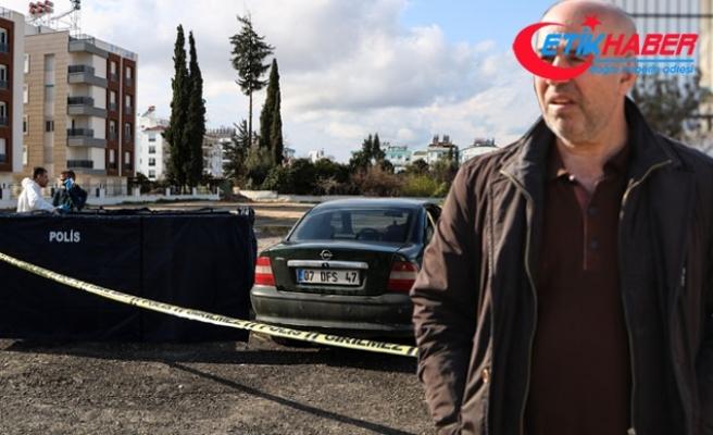 Kayıp olarak aradığı oğlunu otomobilinde ölü buldu
