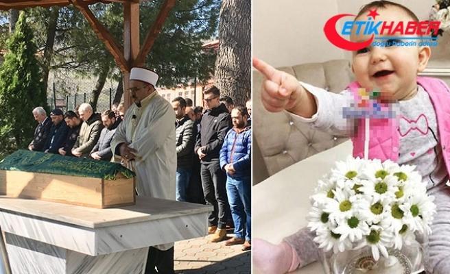Komşu kadının başına basması sonucu ölen Zeynep bebek, toprağa verildi