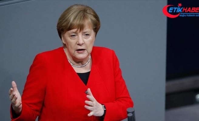 Merkel'den 'yardım kurallarını gevşetin' çağrısı