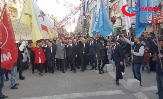MHP Uşak'ta Gövde Gösterisi Yaptı