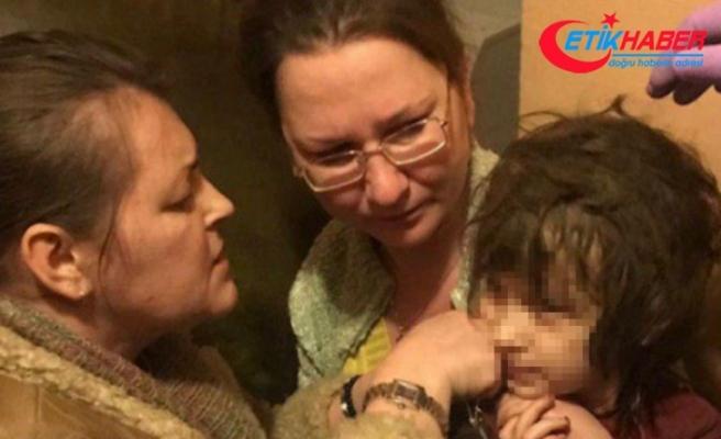 Rusya'da çöp evde bırakılan kız çocuğunu polis kurtardı