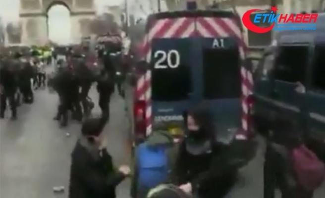 Sarı Yelekliler Paris sokaklarını savaş alanına çevirdi