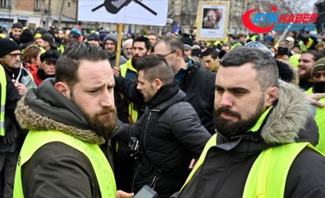 Sarı yeleklilerin liderine 'izinsiz gösteriden' para cezası