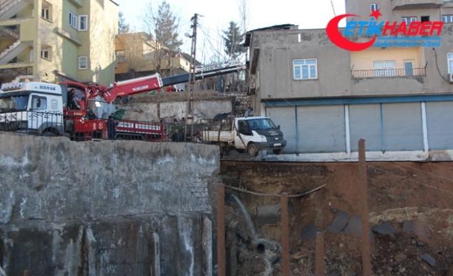 Şırnak'ta istinat duvarı çöktü; çevredeki binalar boşaltıldı