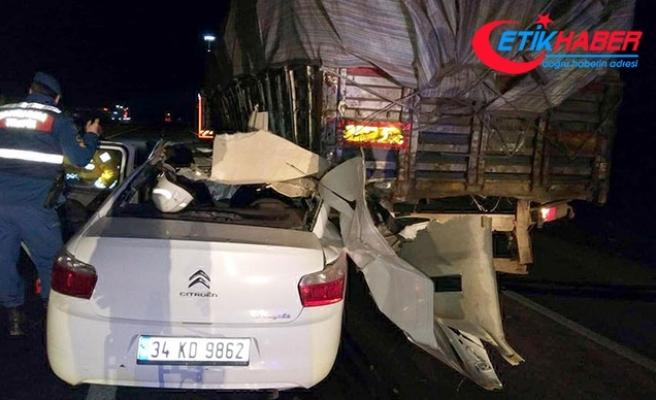 TIR'a arkadan çarpan otomobildeki 2 Afgan öldü, 1 İranlı yaralandı