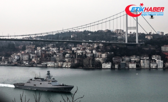 Türk savaş gemileri İstanbul Boğazı'ndan geçti