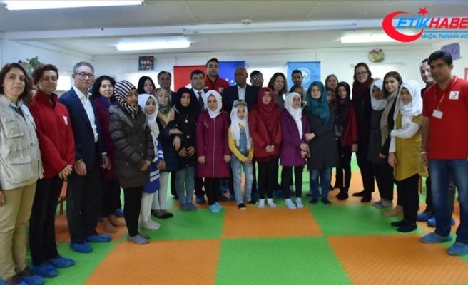 UNICEF Türkiye Temsilcisi Duamelle, Suriyeliler ile buluştu