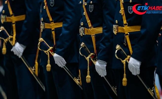 Üsteğmen ve yüzbaşı rütbeleri için kıta hizmeti 6 yıla çıkarıldı