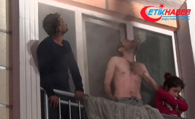 Yangında üst katlarda mahsur kalan 10 kişiyi itfaiye kurtardı