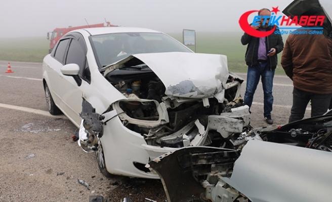 Adıyaman'da 2 otomobil çarpıştı: 6 yaralı