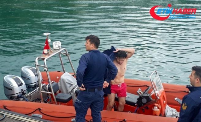 Alkollü denize girdi, cezayı yedi