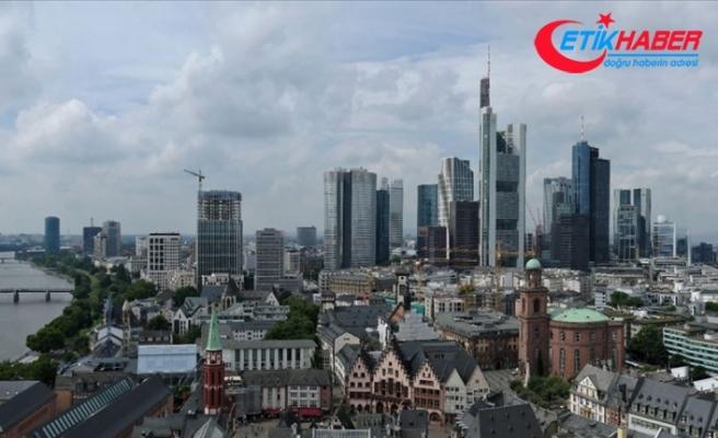 Alman hükümeti bu yıl için büyüme tahminini yüzde 0,5'e düşürdü