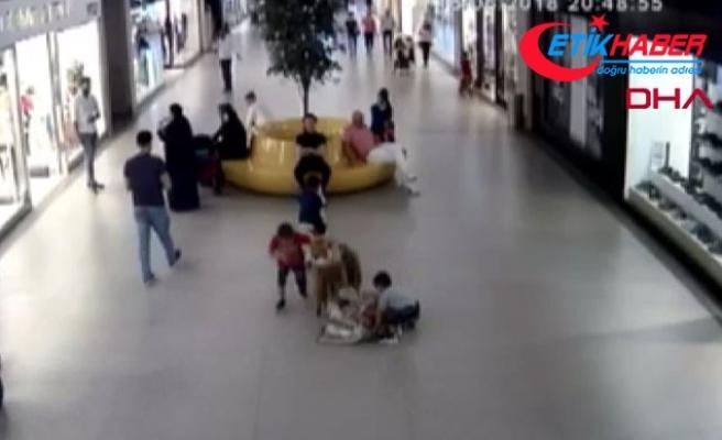 AVM'lerde turistlerin çantalarını böyle çaldılar