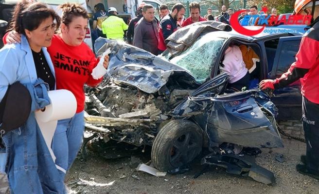 Bolu'da işçi servisi ile otomobil çarpıştı: 12 yaralı