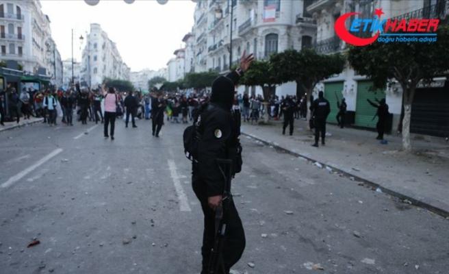 Cezayir'deki gösterilerde 108 kişi gözaltına alındı