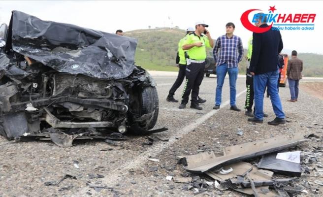 Diyarbakır'da iki otomobil çarpıştı: 3 ölü, 6 yaralı