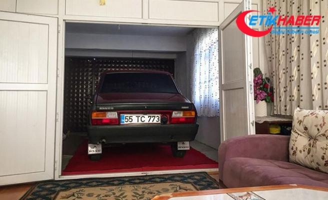 Evinin bir odasını, çok sevdiği otomobiline ayırdı
