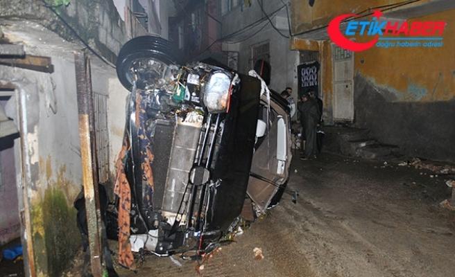 Hatay'ı sel vurdu! Okulun istinat duvarı yıkıldı, araçlar suya kapıldı