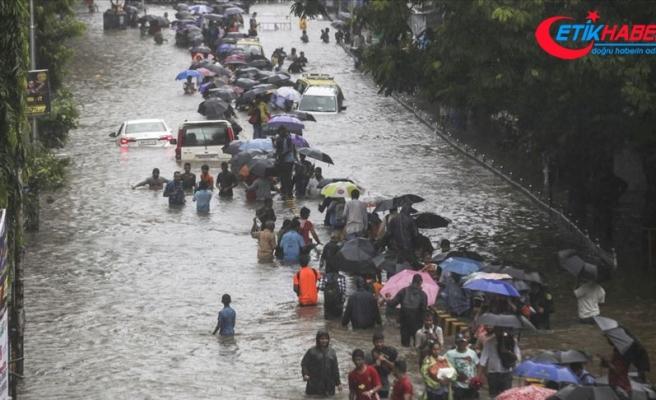 Hindistan'da şiddetli yağışlar 4 binden fazla aileyi evsiz bıraktı