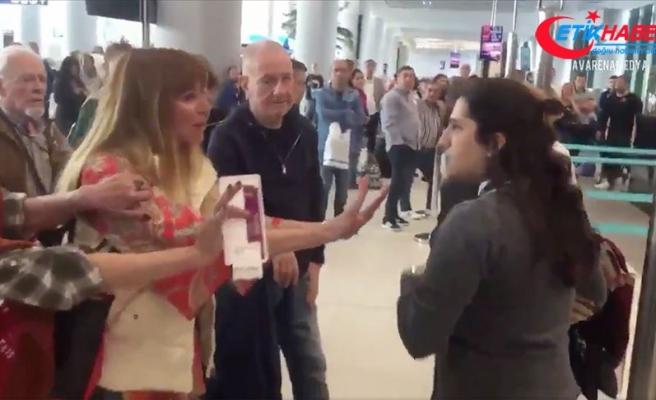 Kadın yolcunun havalimanı çalışanına hakareti tepki çekti