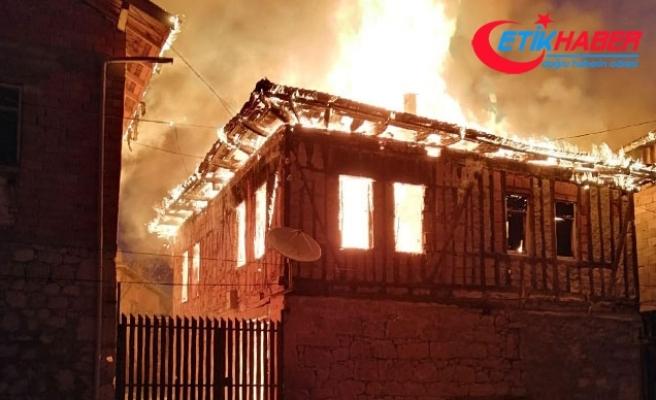 Safranbolu'da 2 ev yandı