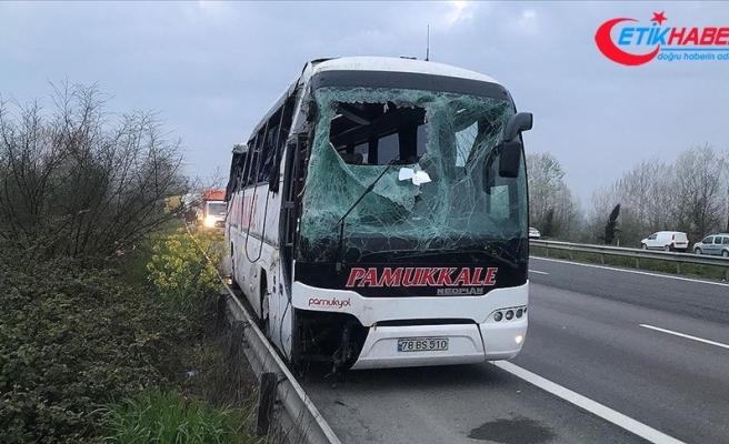 Sakarya'da yolcu otobüsü devrildi: 30 yaralı