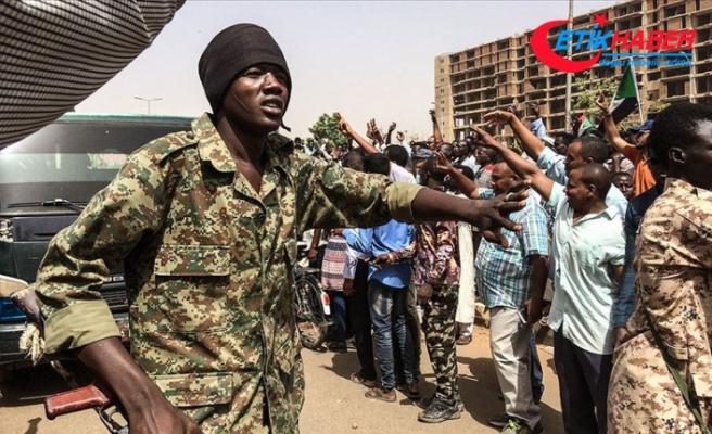 Sudan ordusu Cumhurbaşkanı Beşir'in kardeşlerinin evlerini kuşattı