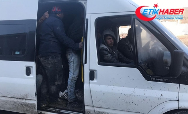 Van'da, minibüslerde 67 kaçak göçmen yakalandı