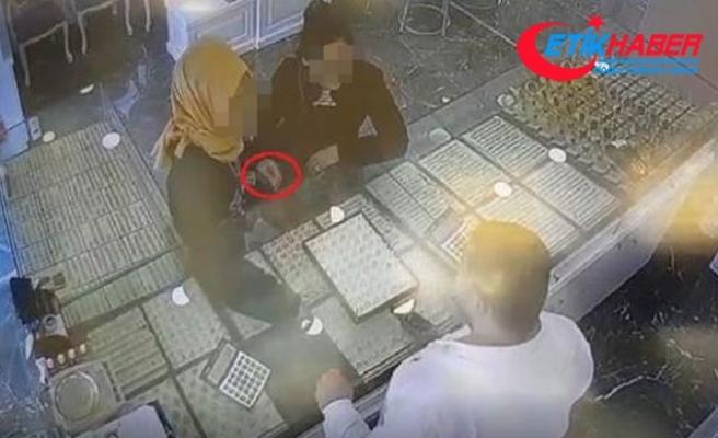 Altın ve pırlanta yüzükleri sahteleri ile değiştiren 2 kadın yakalandı