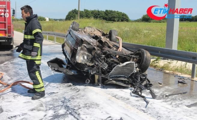Bariyerlere çarpan araç paramparça oldu: 1'i ağır 2 yaralı