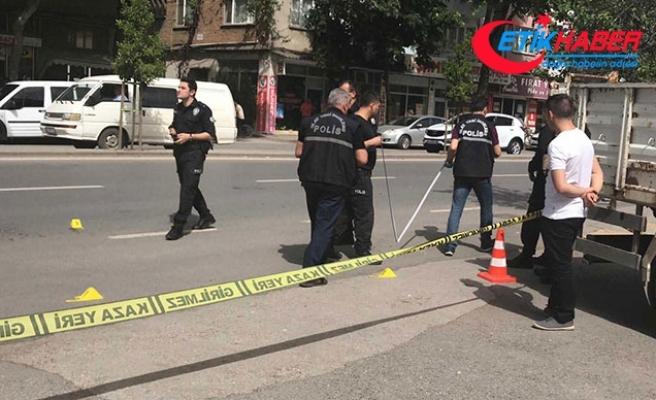 Caddede karşılaştığı husumetlisini bıçaklayarak, öldürdü