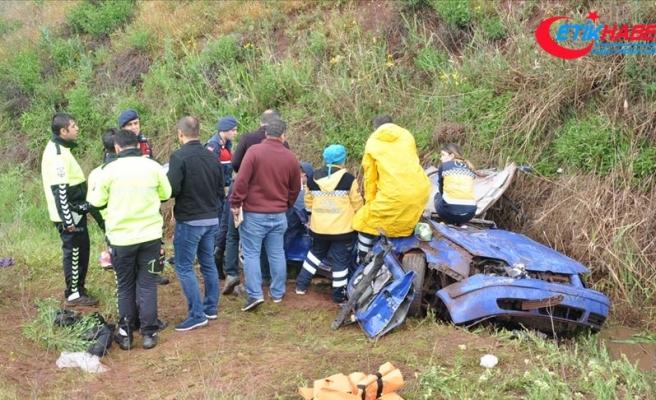 Dereye devrilen otomobildeki iki polis hayatını kaybetti