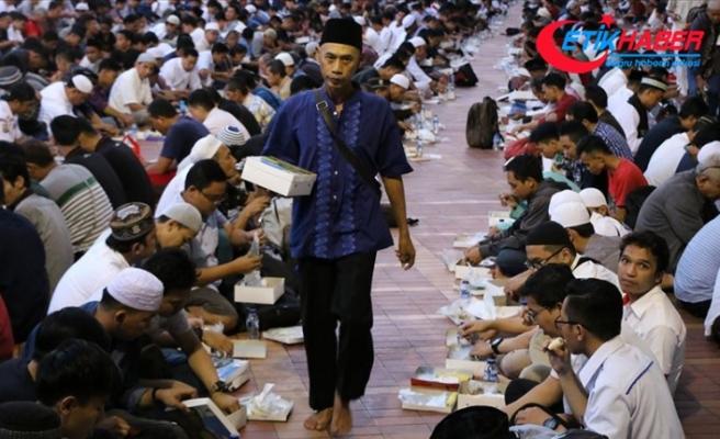 Endonezya'da ilk iftar heyecanı