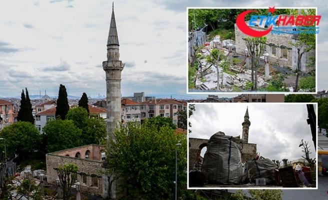 Fatih'te defineciler 500 yıllık camide kazılmadık yer bırakmadı
