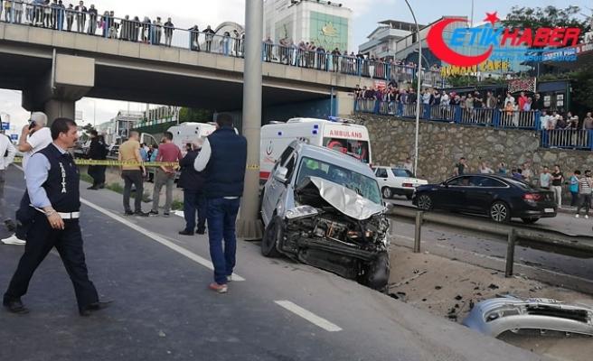 İşçi servisi ile hafif ticari araç çarpıştı: 1 ölü, 15 yaralı