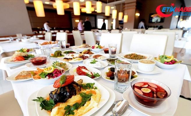 İstanbul'da '5 yıldızlı' iftar kişi başı 400 lirayı aşıyor