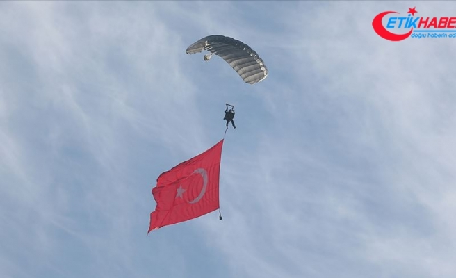 JÖAK timi sıcak hava balonundan atlayış gerçekleştirdi