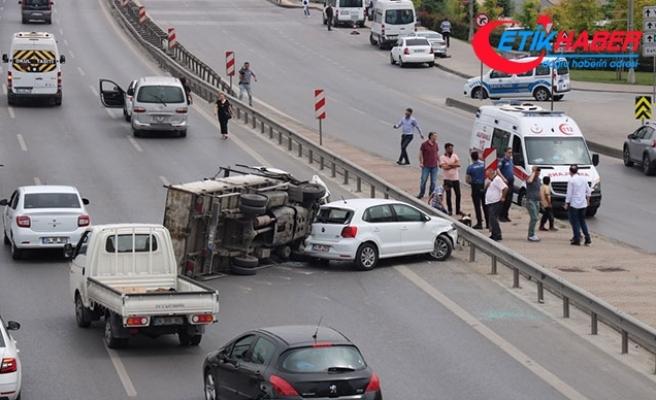Kadıköy D-100 Karayolu'ndaki kaza trafik yoğunluğuna neden oldu