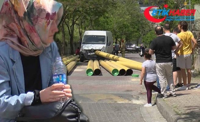 Kağıthane'de TIR'dan saçılan dev borular caddesi savaş alanına çevirdi